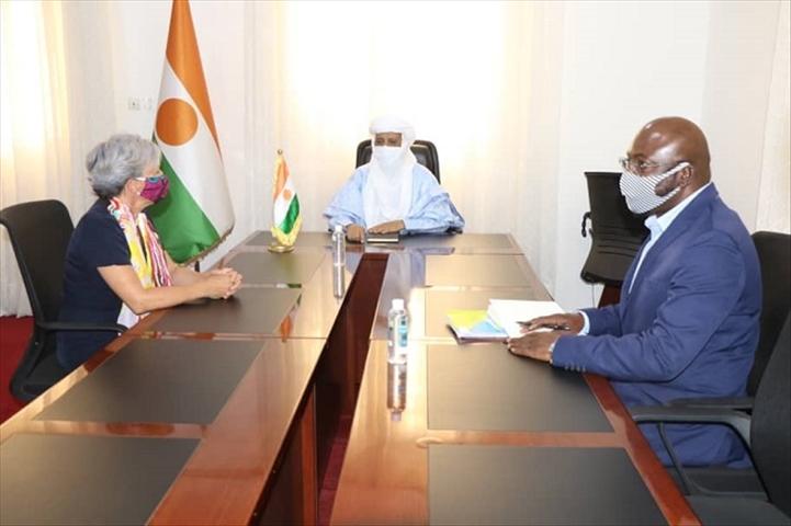 Louise Aubin recue par Brigi Rafini, Premier Ministre du Niger